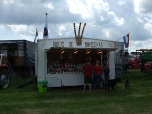 De Antieke Kraam op het schitterende ldtimer Festival in De Goorn 2014. Mooi weer, goede muziek en een pracht sfeertje met een inetrnationaal deelnemersfeest